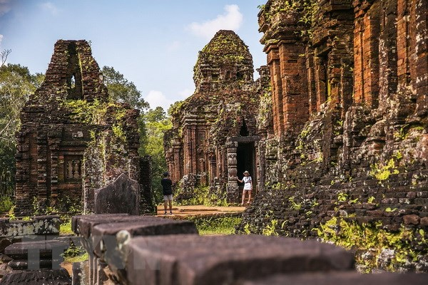 将美山世界文化遗产梵文文碑翻译成越南语和英语