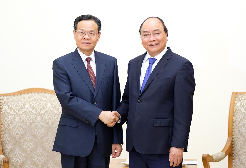 越南政府总理阮春福会见中国广西壮族自治区主席陈武
