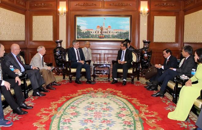 胡志明市加强与罗马尼亚的友好合作