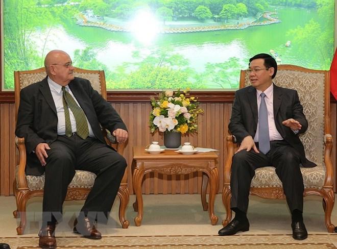 推动越南与巴西、美国间的投资合作