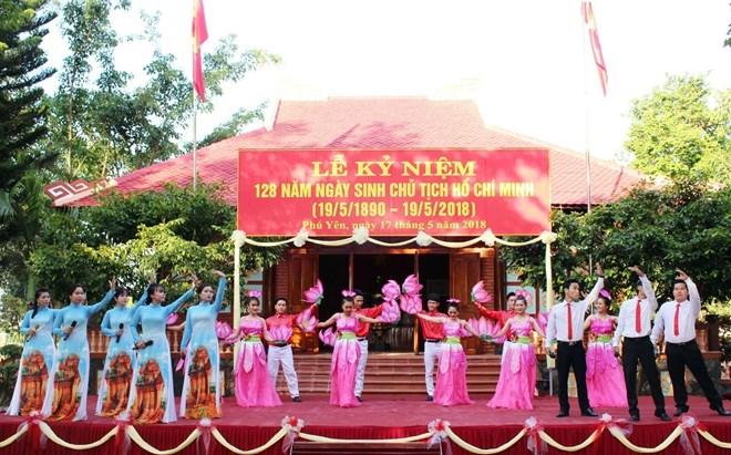 全国各地举行纪念胡志明主席诞辰128周年活动