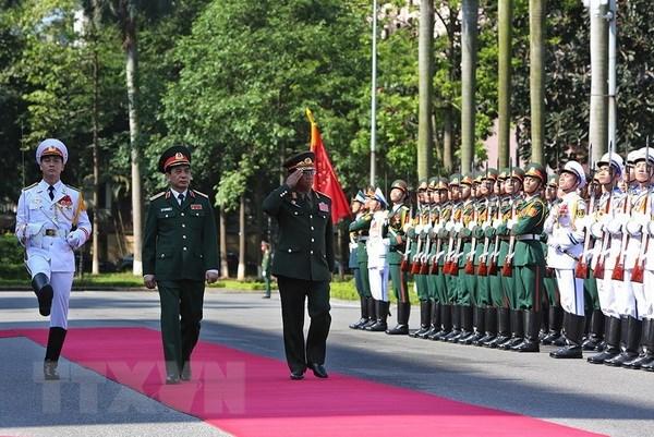老挝军队总参谋长对越南进行正式访问
