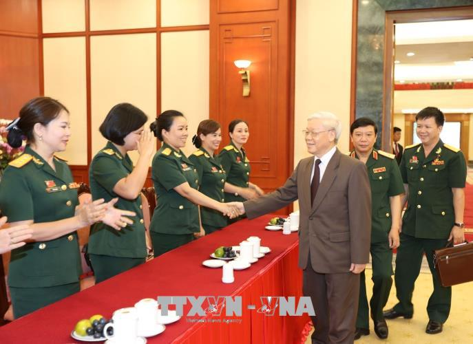 越共中央总书记阮富仲会见军队工会优秀会员代表团