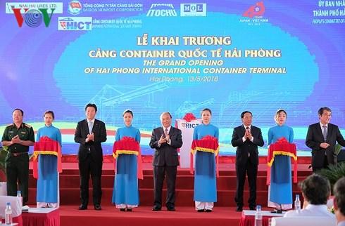 政府总理阮春福出席海防国际集装箱码头揭牌仪式