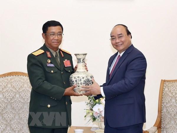 政府总理阮春福会见老挝人民军总参谋长苏旺•伦奔米