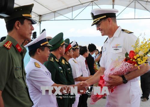 """美国海军医疗舰""""仁慈号""""抵达越南芽庄港展开2018年太平洋伙伴计划"""