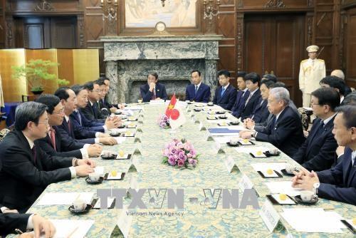 国家主席陈大光会见日本参议院议长