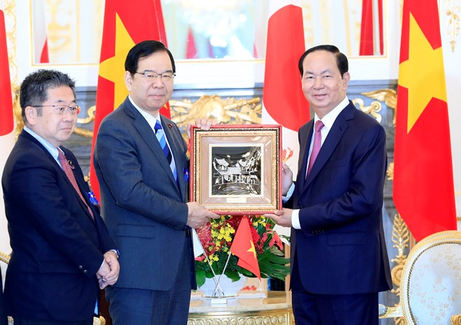 国家主席陈大光会见日本共产党主席