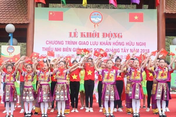 """越南谅山与中国广西""""边境少年友好红领巾""""交流会在谅山省举行"""