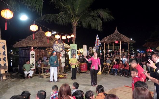 富安省举行发牌唱曲艺术世遗证书迎接仪式