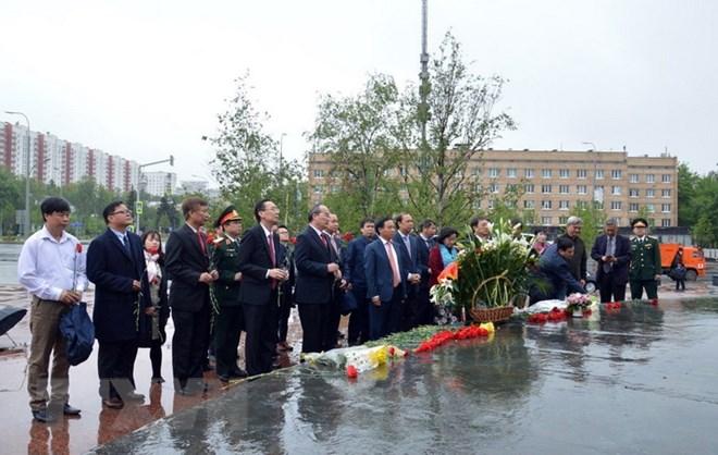 纪念胡志明主席诞辰128周年敬香仪式在莫斯科举行