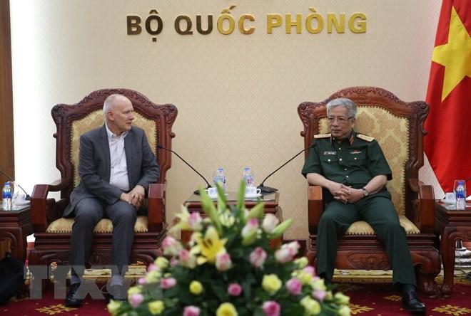 阮志咏大将会见国际战略研究所亚洲区执行长