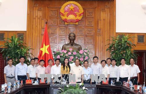 政府总理阮春福同广义省骨干领导举行工作会议