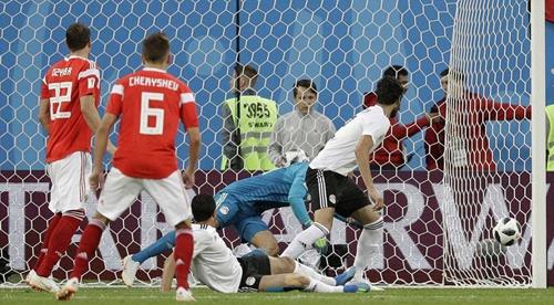埃及队长送乌龙球 俄罗斯晋级在望