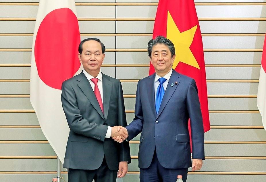 越南国家主席陈大光与日本首相安倍晋三举行会谈