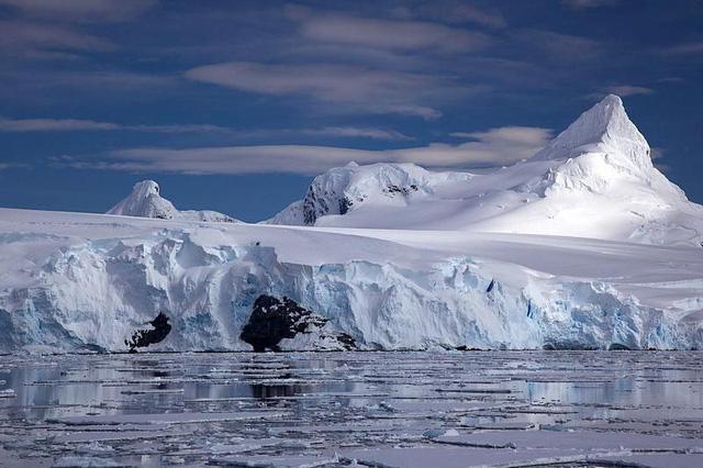 """南极冰融加速 冰架受""""上下夹击"""""""