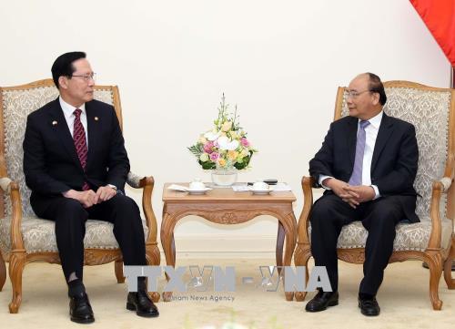 政府总理阮春福会见韩国国防部长宋永武
