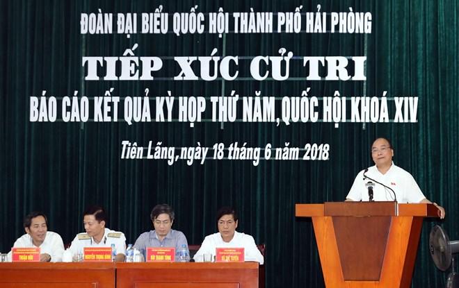 政府总理阮春福会见海防市仙浪县选民