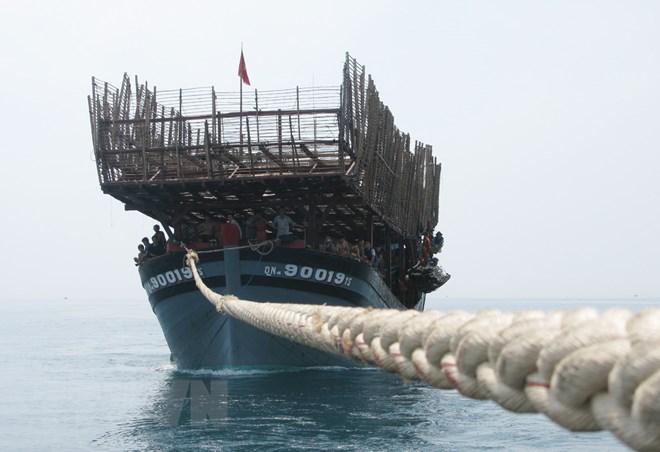 广南省努力救助长沙海域遇险渔船