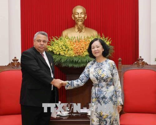 越共中央民运部部长会见古巴劳动者中央工会秘书长