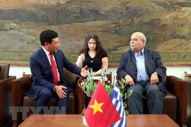 越南政府副总理范平明会见希腊议会领导
