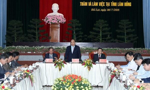 阮春福总理与林同省领导举行座谈