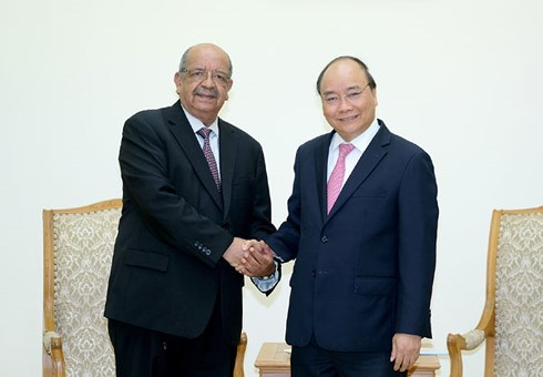阮春福总理会见阿尔及利亚外长梅萨赫勒