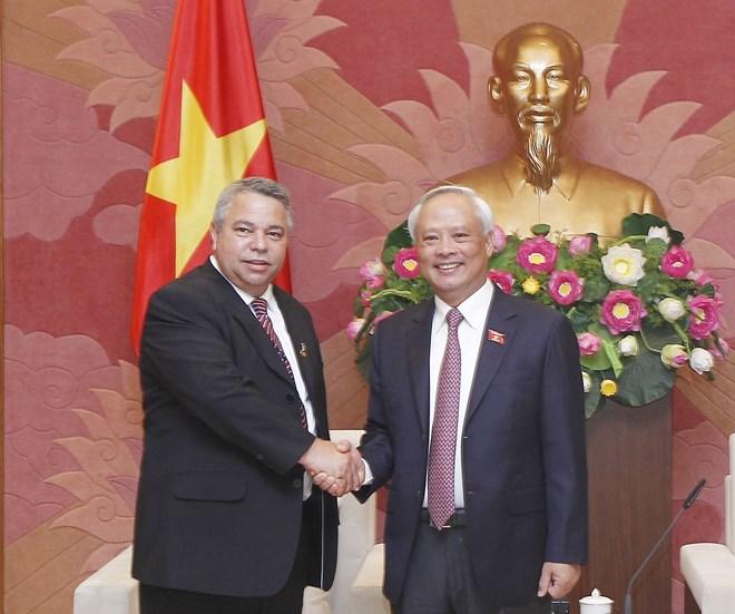 国会副主席汪周刘会见古巴劳动者中央工会秘书长