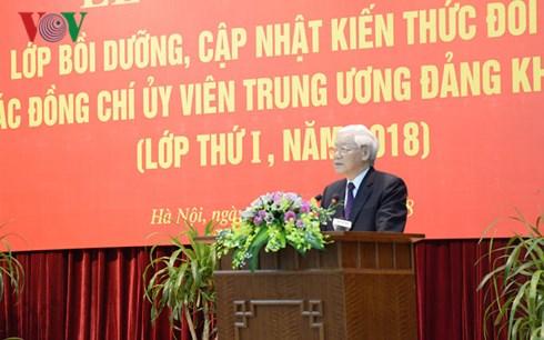 越共第十二届中央委员会委员知识更新班开班
