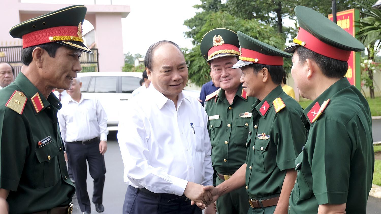 政府总理阮春福造访16号军团