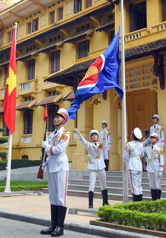 越南外交部举行东盟成立51周年升旗仪式