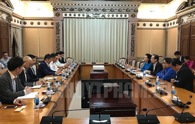 胡志明市领导会见日本工商会代表团