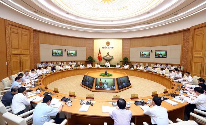 政府总理阮春福主持召开政府8月份例行会议