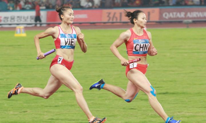 雅加达亚运会:女子4X400米接力越南队摘铜