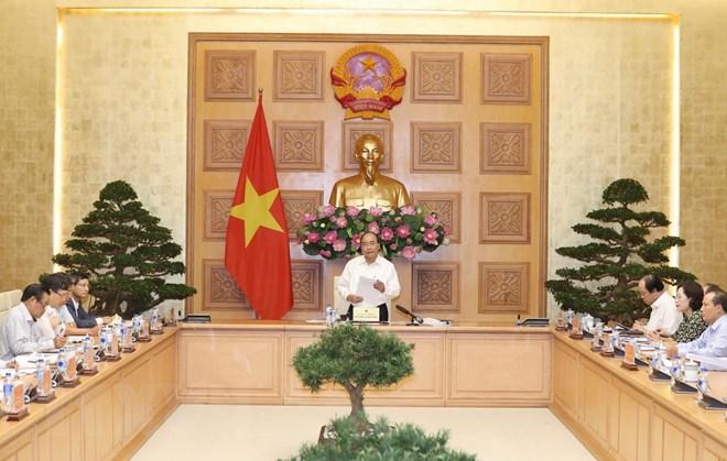 越南政府总理阮春福与经济咨询小组举行工作会议