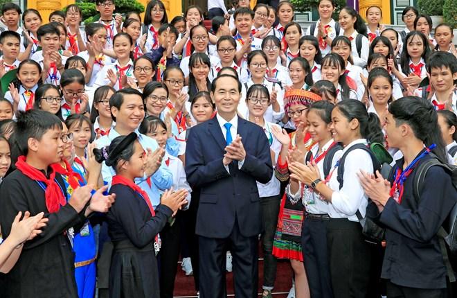 陈大光主席会见全国优秀少先队长代表