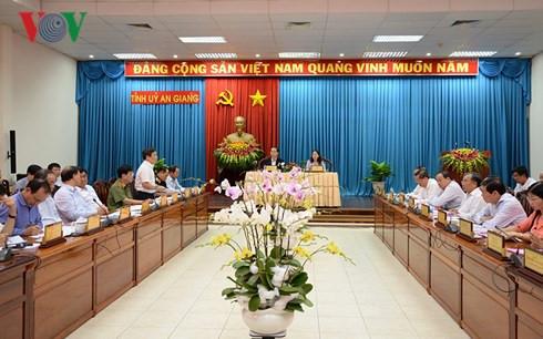 陈大光主席:力争使安江省的增长率达到全国平均水平
