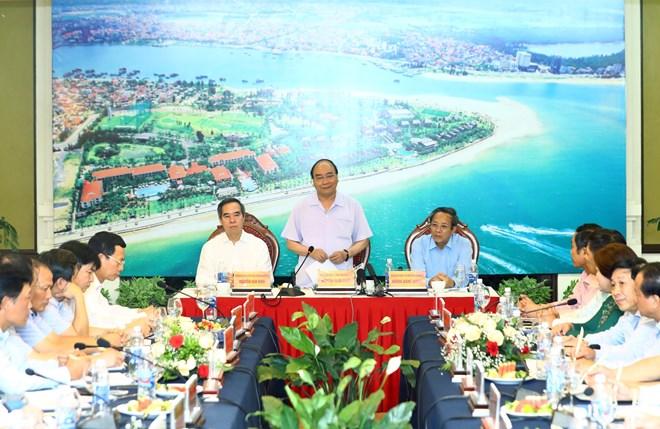 政府总理阮春福与广平省主要领导举行工作会议