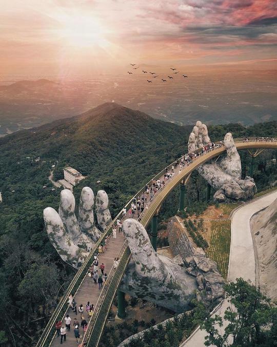 """越南岘港市""""金桥"""" 驰名国内外"""