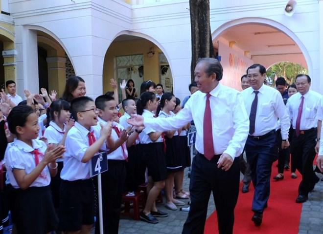 越南全国大中小学生喜迎新学年