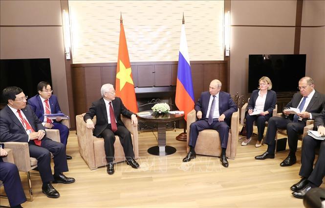 越共中央总书记阮富仲与俄罗斯总统弗拉基米尔•普京举行会谈
