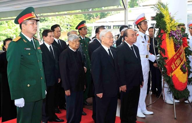 越南党和国家领导人吊唁陈大光主席