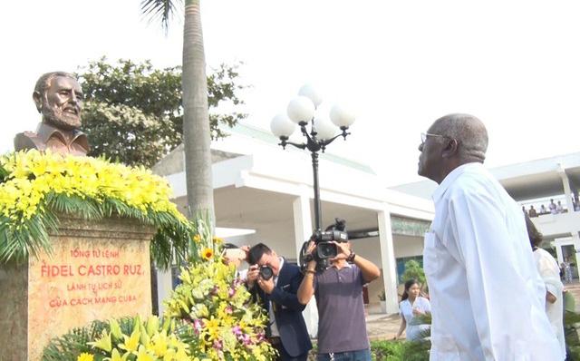 古巴党、政府代表团探访越南-古巴同海友好医院