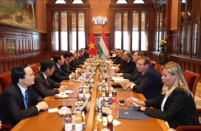 越南一向重视与匈牙利的传统友好及全面合作关系