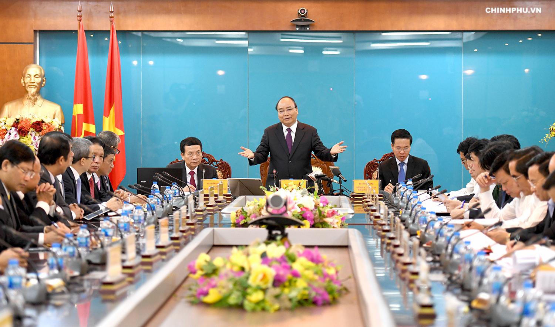 阮春福总理与越南通讯传媒部座谈