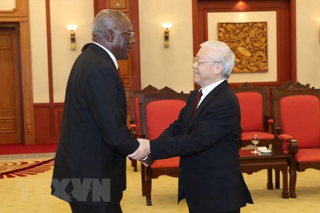 越南党和国家领导人会见古巴高级代表团