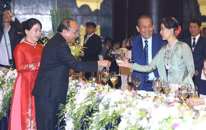 政府总理阮春福和夫人主持2018年世界经济论坛东盟峰会欢迎晚宴