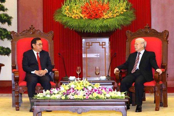 阮富仲总书记会见老挝建国阵线中央委员会代表团