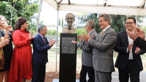 胡伯伯塑像落成典礼在墨西哥瓜达拉哈拉市举行