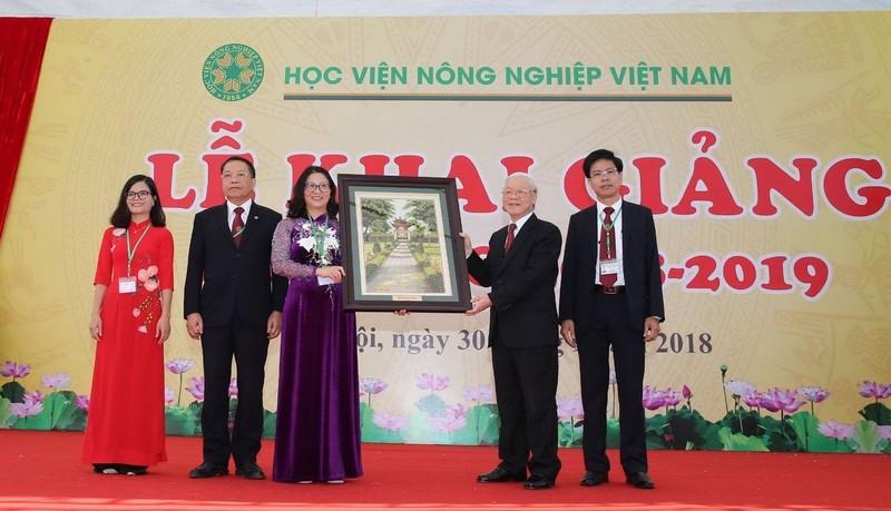越共中央总书记阮富仲出席越南农业学院2018-2019学年开学典礼